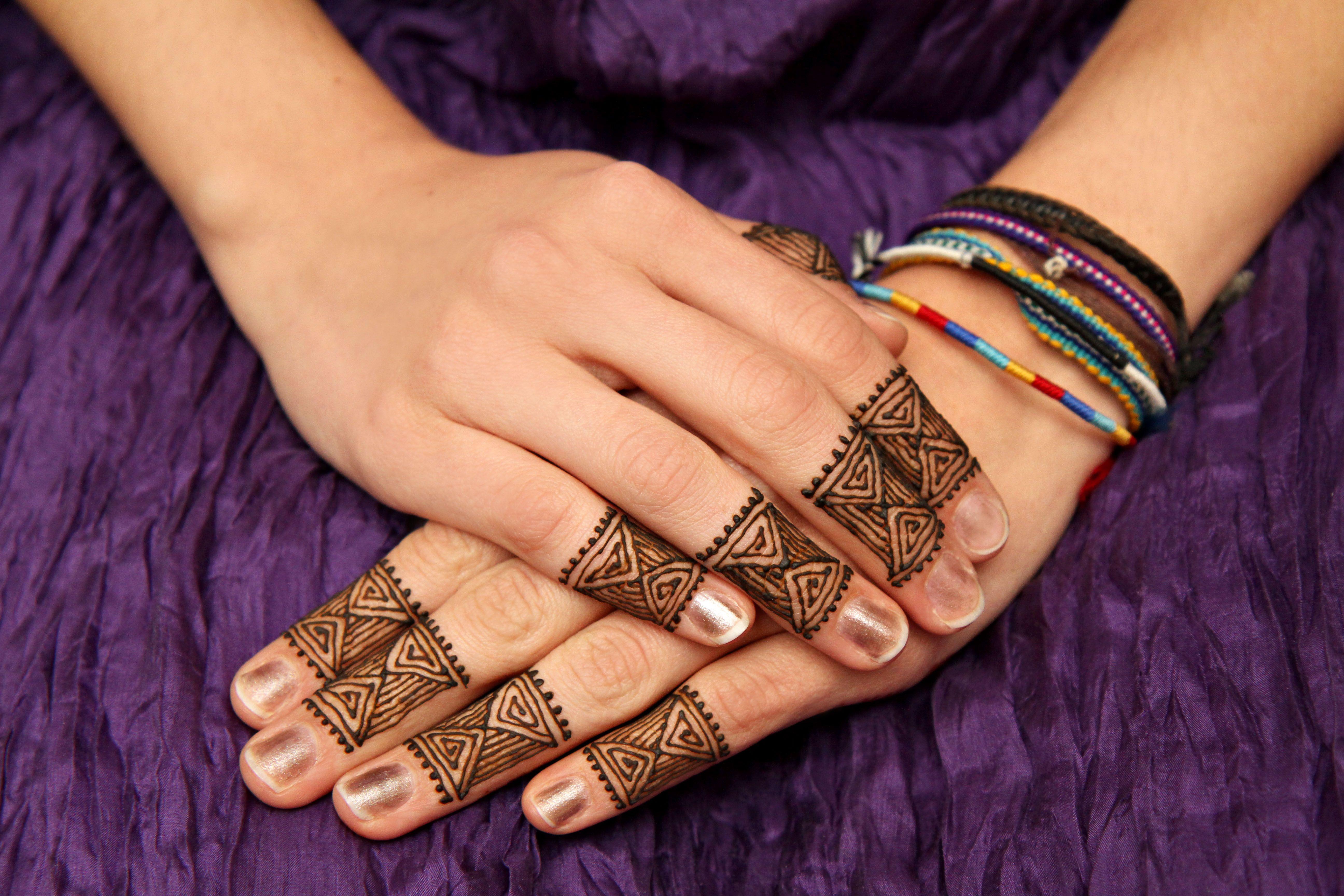 Henna Tattoo Montreal : Alliebee henna fingertips fingers hands mehndi montreal quebec