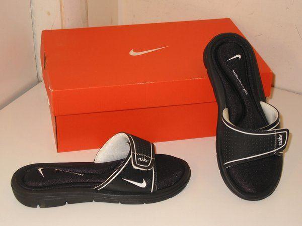 eeac41e55929b Nike Comfort Slides Sandals Flip Flops with Memory Foam Black Shoes Womens  7