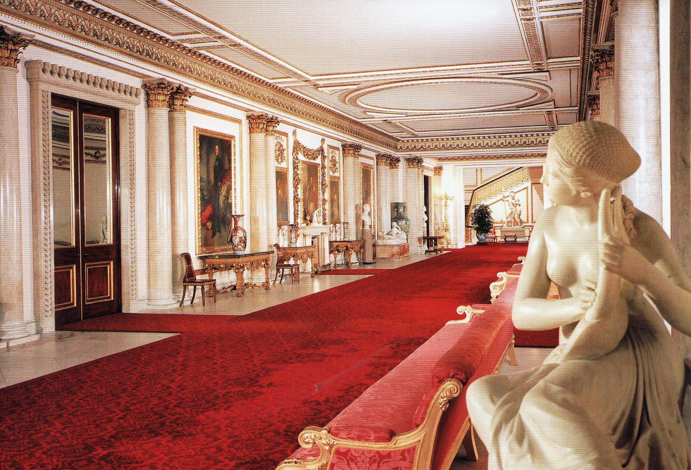 LONDON THE MARBLE HALL BUCKINGHAM PALACE TOUR. NO PHOTOS ...
