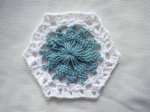 A free crochet pattern for a large hexagon crochet motif