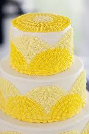 Cake decorating: yellow!