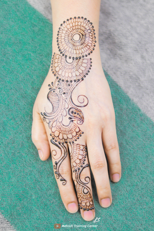 أجمل تصاميم عيد مهندي ٢٠٢٠ للفتيات العربيات حناء جميلة جديدة تصميم للفتيات العربيات الجميلات Mehndi Designs Hand Henna Henna Mehndi