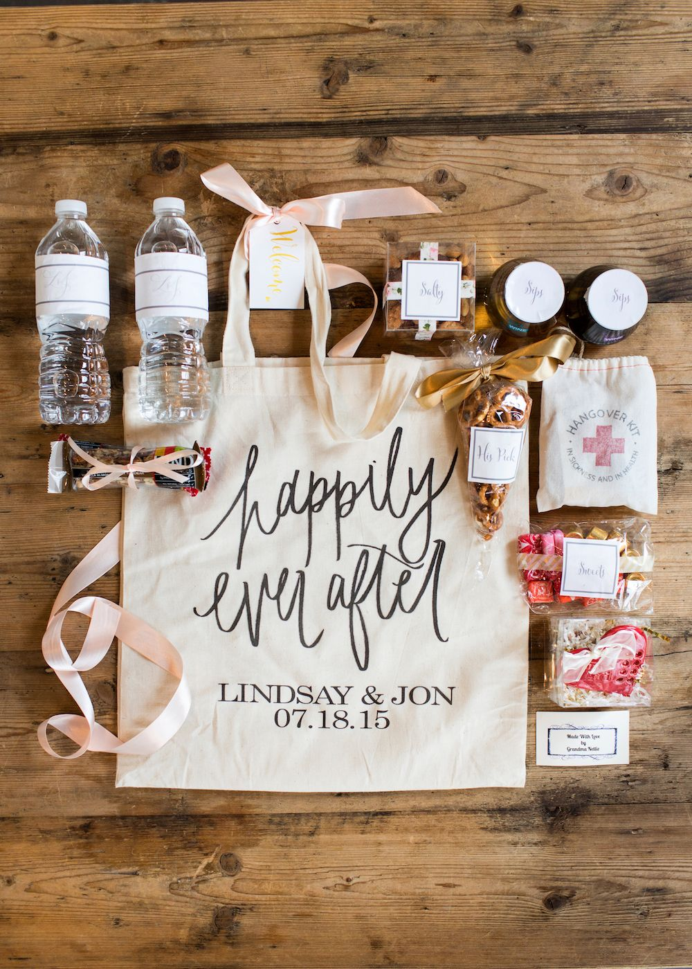 Wedding wednesday what we put in our wedding welcome bags for Wedding guest hotel gift bag ideas