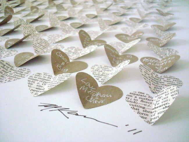herzförmige Liebeszettelchen mit Botschaften und Glückwünschen