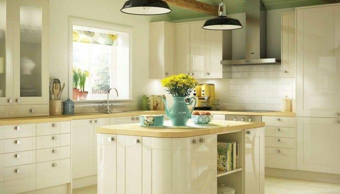 Küchenfronten Streichen ~ Küche streichen ideen creme küchenschränke bodenfliesen farbiges
