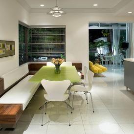 salle manger quip d 39 une banquette et de chaises. Black Bedroom Furniture Sets. Home Design Ideas