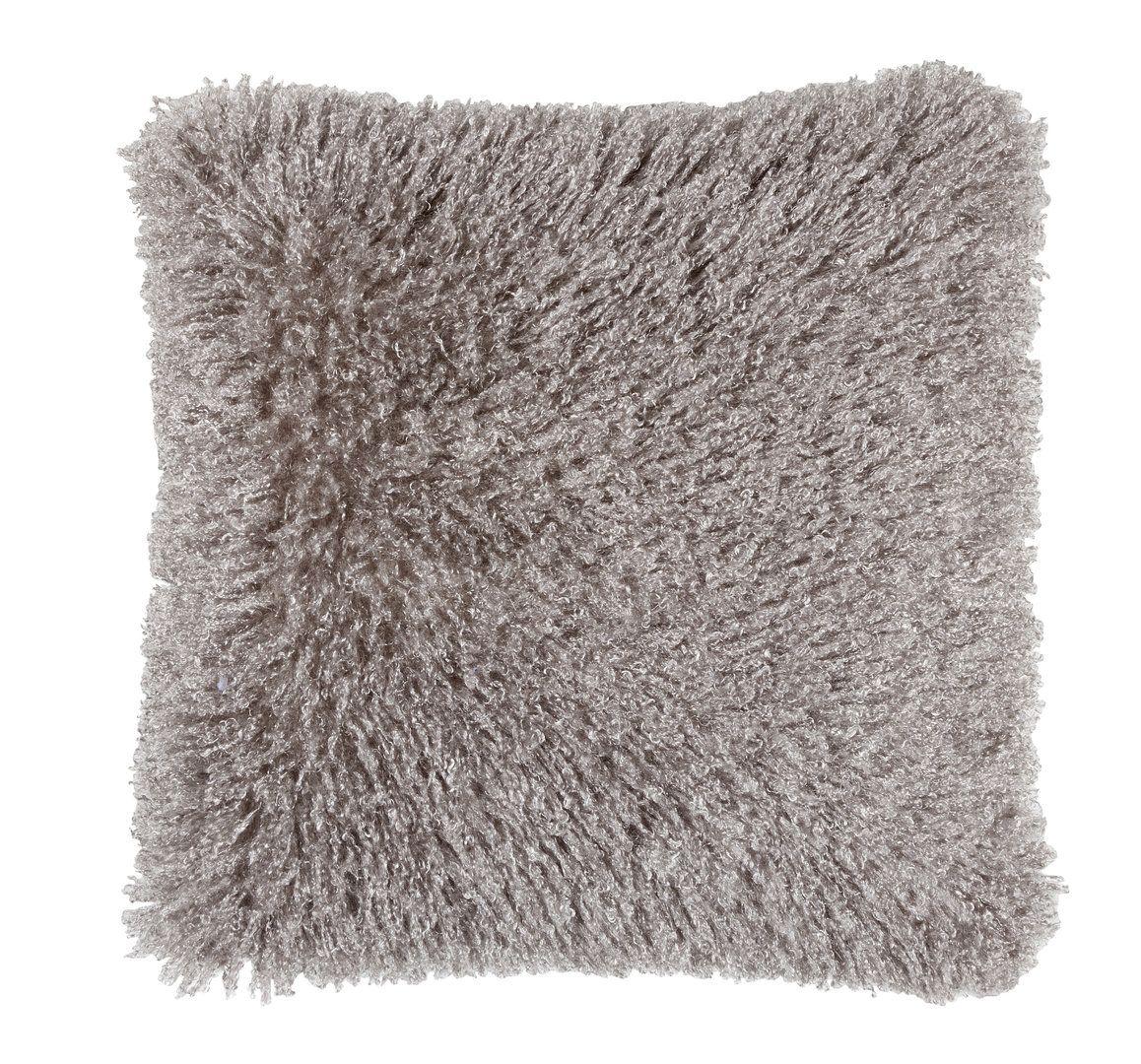 Alma-torkun ja päiväunien kaveriksi pehmeä tyyny. #lennol #cushion