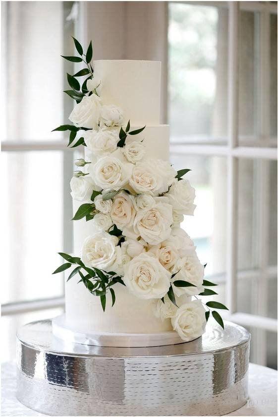 Photo of 4 Tier Hochzeitstorte + kaskadierende weiße Blumen + Grün – w …