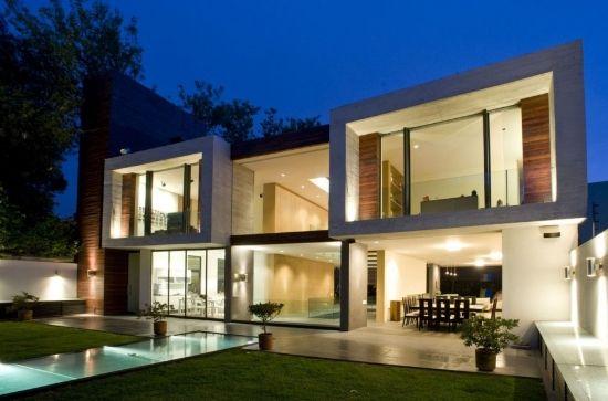 Casa moderna con grandes ventanales casas de campo en for Casa moderna design