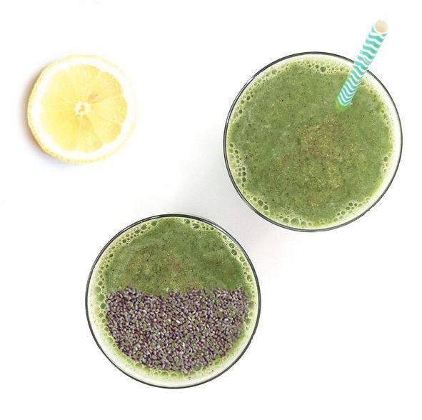 Hoy amanecí con ganas de jugo verde con mi #Hurom! Los jugos verdes son una verdadera bomba de vitaminas y minerales. El líquido de las verduras o sea el agua que contiene, es donde realmente están todas las vitaminas y minerales, el resto es fibra. Al separar el jugo de la fibra, estamos extrayendo los nutrientes y al ingresar en el estómago sin fibra, este puede absorber fácilmente esta dosis de nutrientes. Para saber los ingredientes click acá http://instagram.com/p/zPiB6klWip/  #juice…