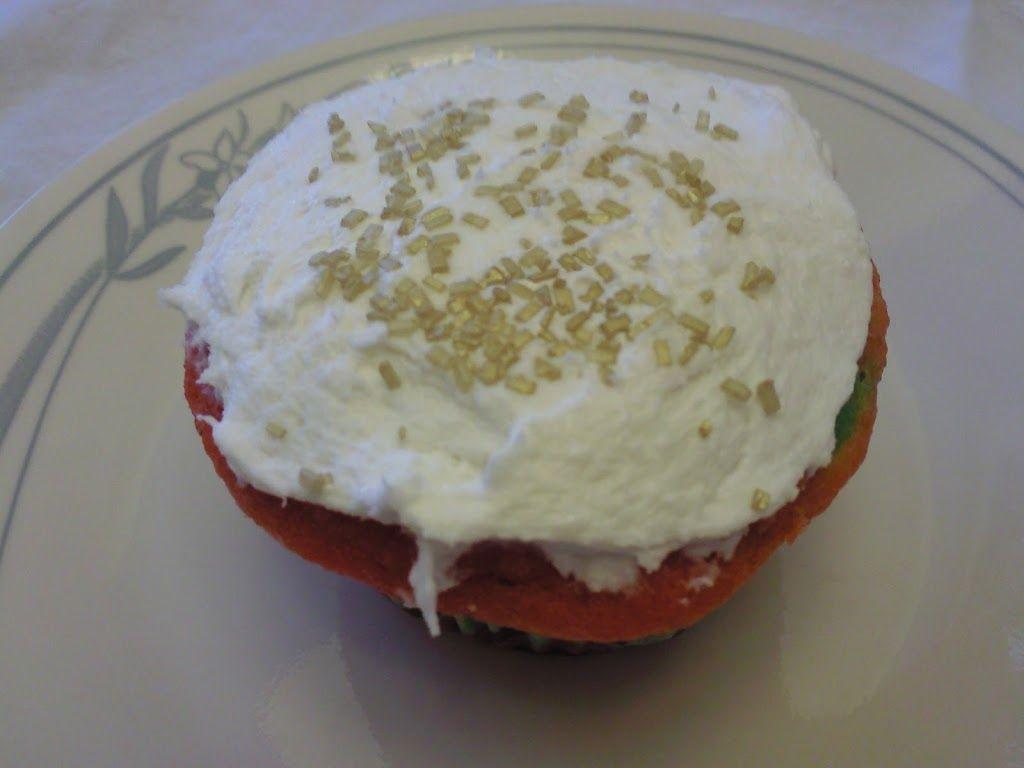 Rainbow Cupcakes with Marshmallow Fluff Frosting #marshmallowflufffrosting