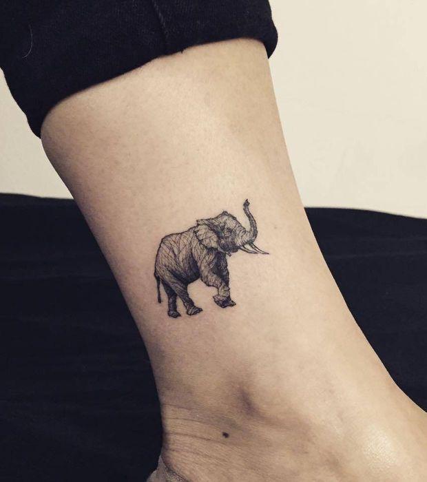 Tatouage éléphant, cheville
