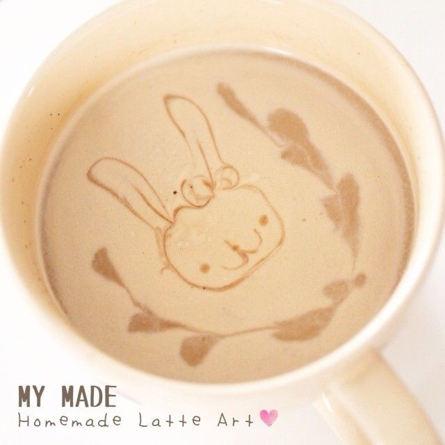 家カフェキャラテアート コーヒーにウサギちゃんが(^∇^)  My Rabbit Coffeewithout any skills, Just draw by my heart— IG @songsweetsong , @sweetenupcafe