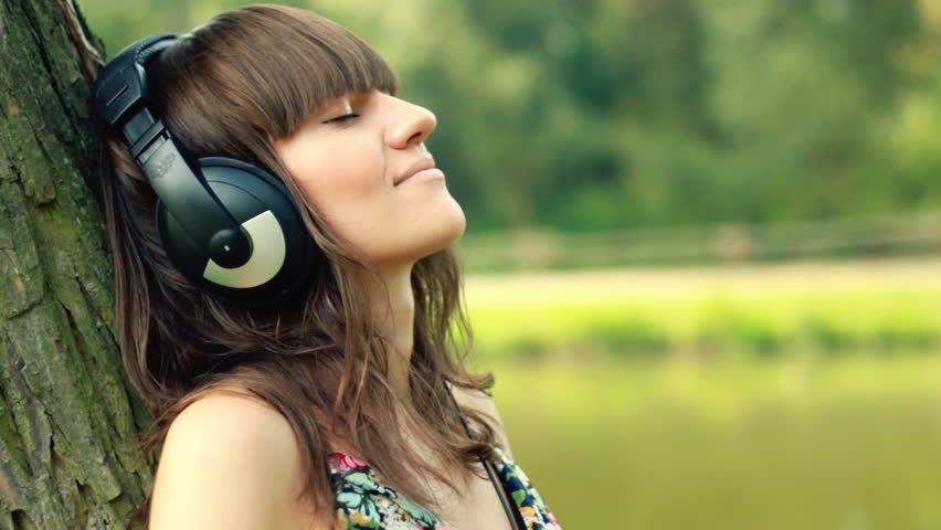 Image Result For Listening To Music Headphones Musica Para Relajarse Musica Musica Gratis Para Escuchar