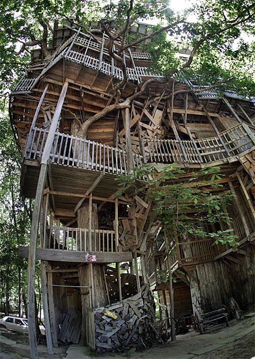 in crossville tn ministers treehouse is the biggest treehouse in the world think