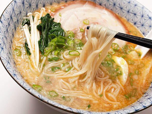 How to (very laboriously) make tonkotsu ramen broth at home.