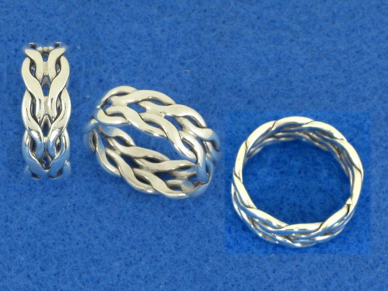 How to make an intertwining ring. The tutorial shows the wire twists ...