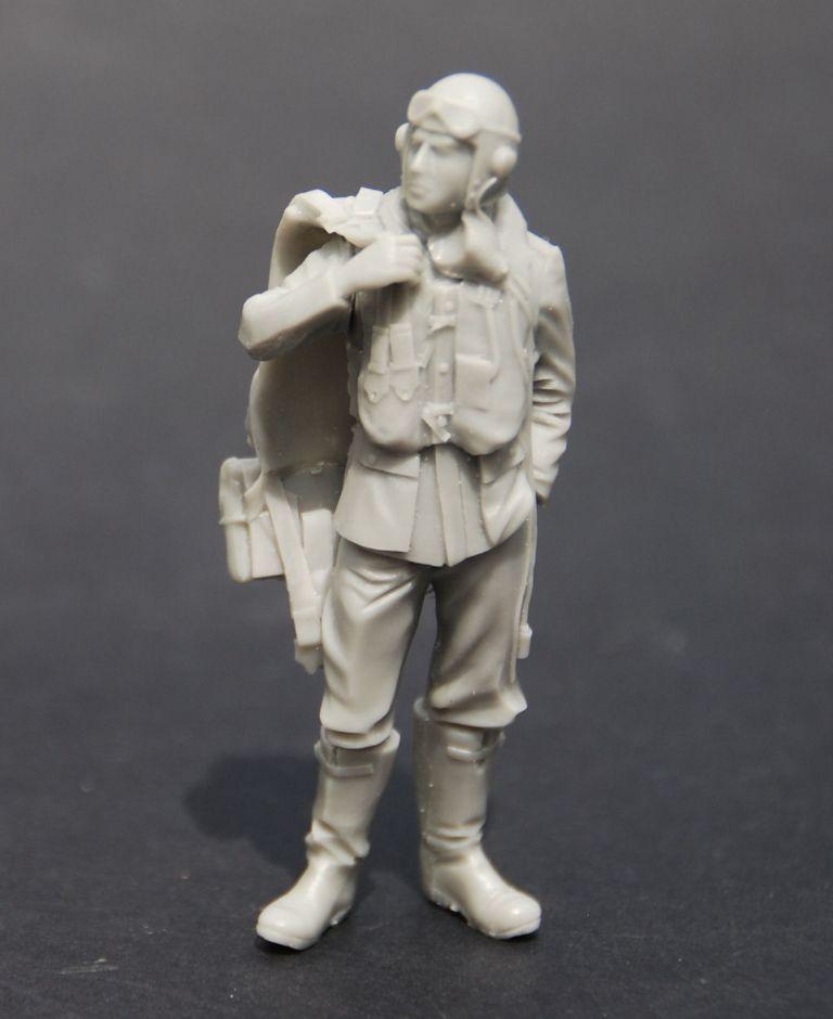 Mitches Military Miniatures 75mm RAF Battle of Britain pilot | 1/24