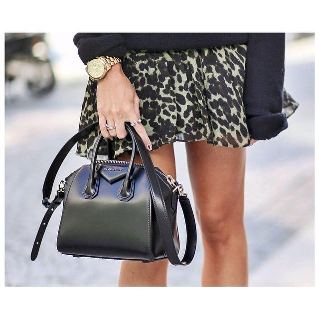 8925db9732 Fashionjunkiie -    Powered by chloédigital Givenchy Antigona mini Bag   details