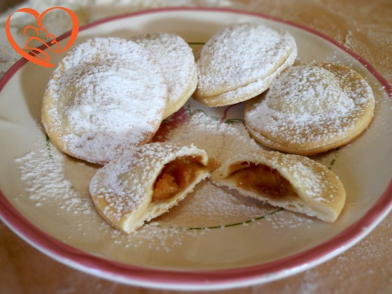 Biscotti ripieni di mele http://www.cuocaperpassione.it/ricetta/1c301f4c-9f72-6375-b10c-ff0000780917/Biscotti_ripieni_di_mele