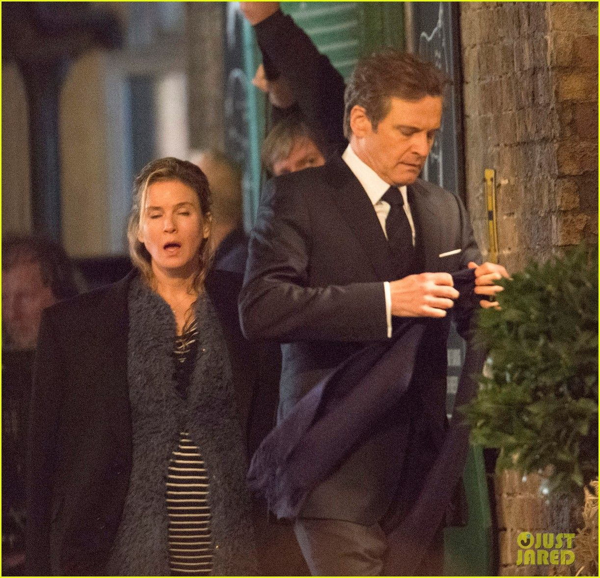 Renee Zellweger & Colin Firth filming scenes on the set of Bridget Jones's Baby in London, England on Tuesday (October 13, 2015) #bridgetjonesdiaryandbaby
