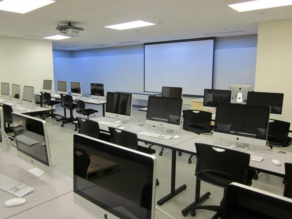 Modern Classroom Furniture Ideas : Cool and modern computer room decor ideas creamy