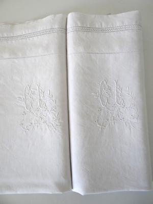 taies d oreiller anciennes 2 taies d'oreiller anciennes en lin brodées d'un monogramme CL et  taies d oreiller anciennes