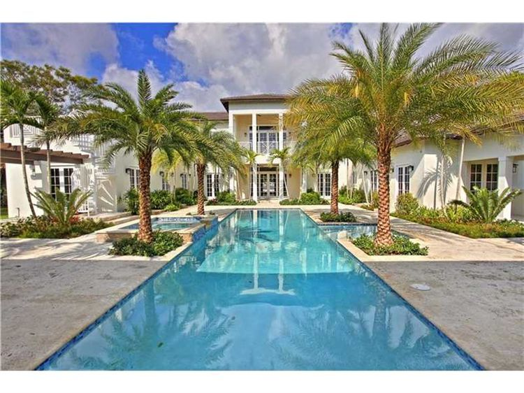 How would you like to take a dip in this sumptuous resort-style pool?
