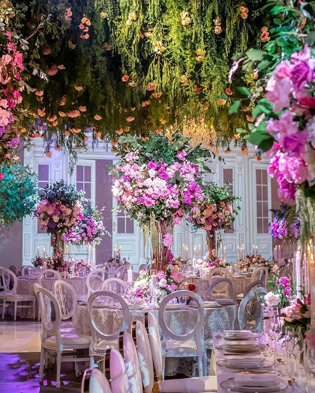 So Much Beauty 💕. These Florals Are Everything ! Wedding