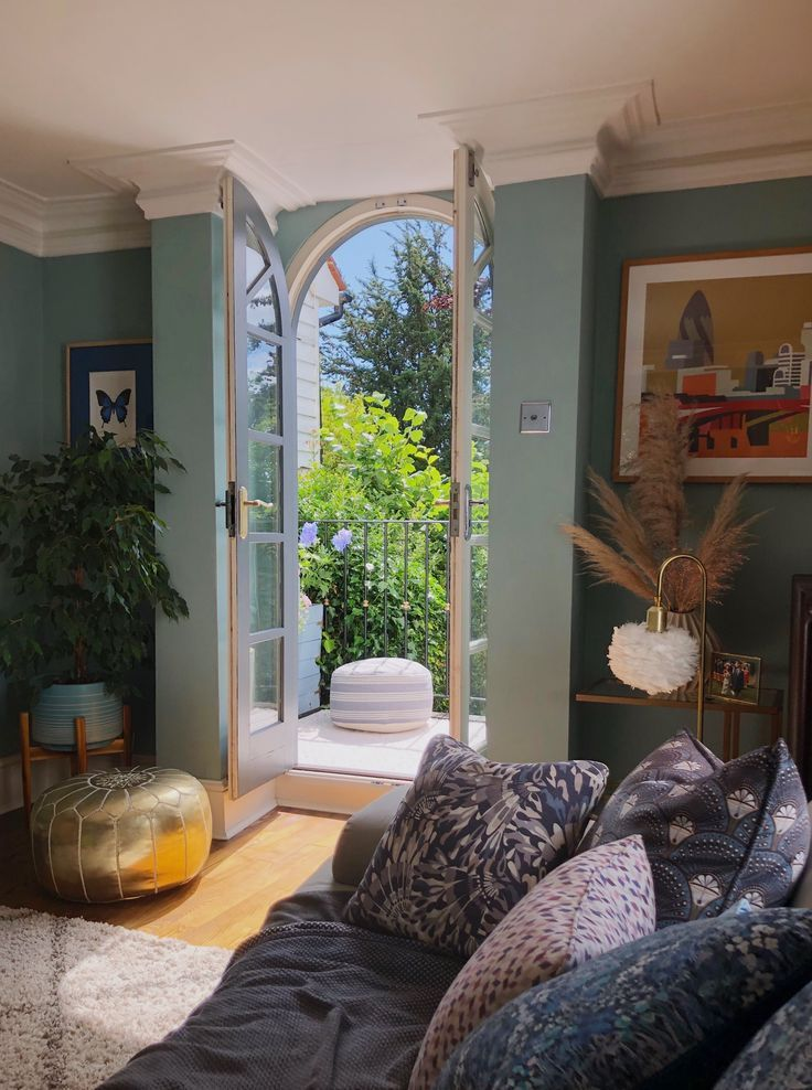 french doors curved onto balcony  interior living room