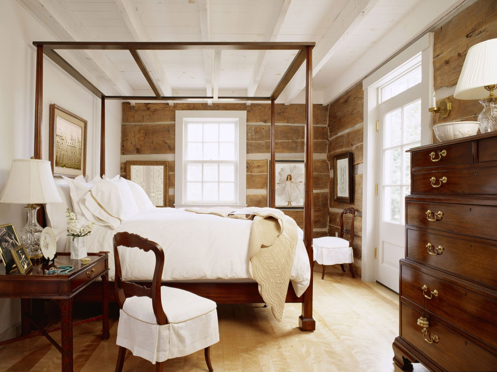 Charming Beautiful Classic Small Bedroom Interior Decor With Storage