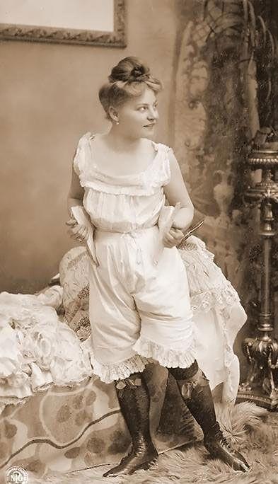 Фото женского белья 19 века красивое нижнее кружевное белье для полных