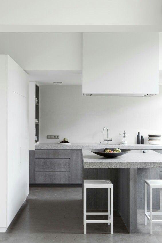 Reforma cocina moderna, con muebles madera, isla para placa de ...