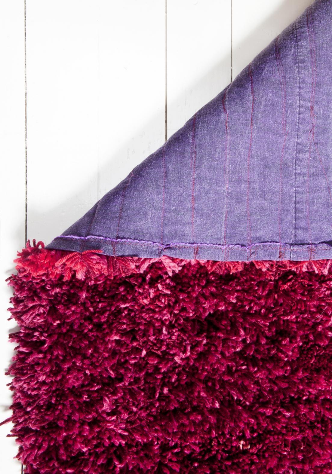 Ihana ryijymatto valmistuu joutuisasti ompelukoneella. Katso Unelmien Talo&Kodin ohje ja tee pehmoinen matto itselle tai lahjaksi!