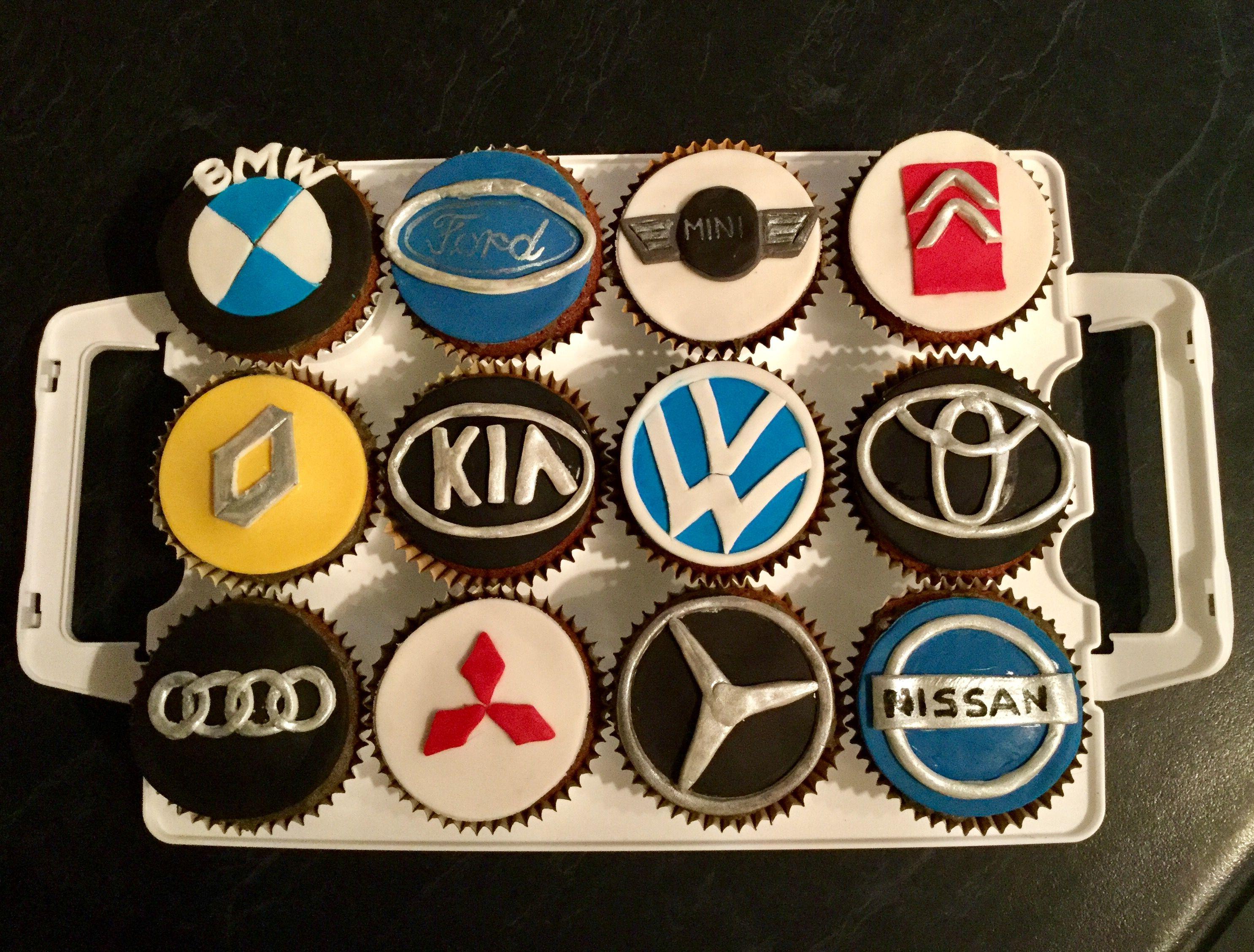 Car badge cupcakes День рождения