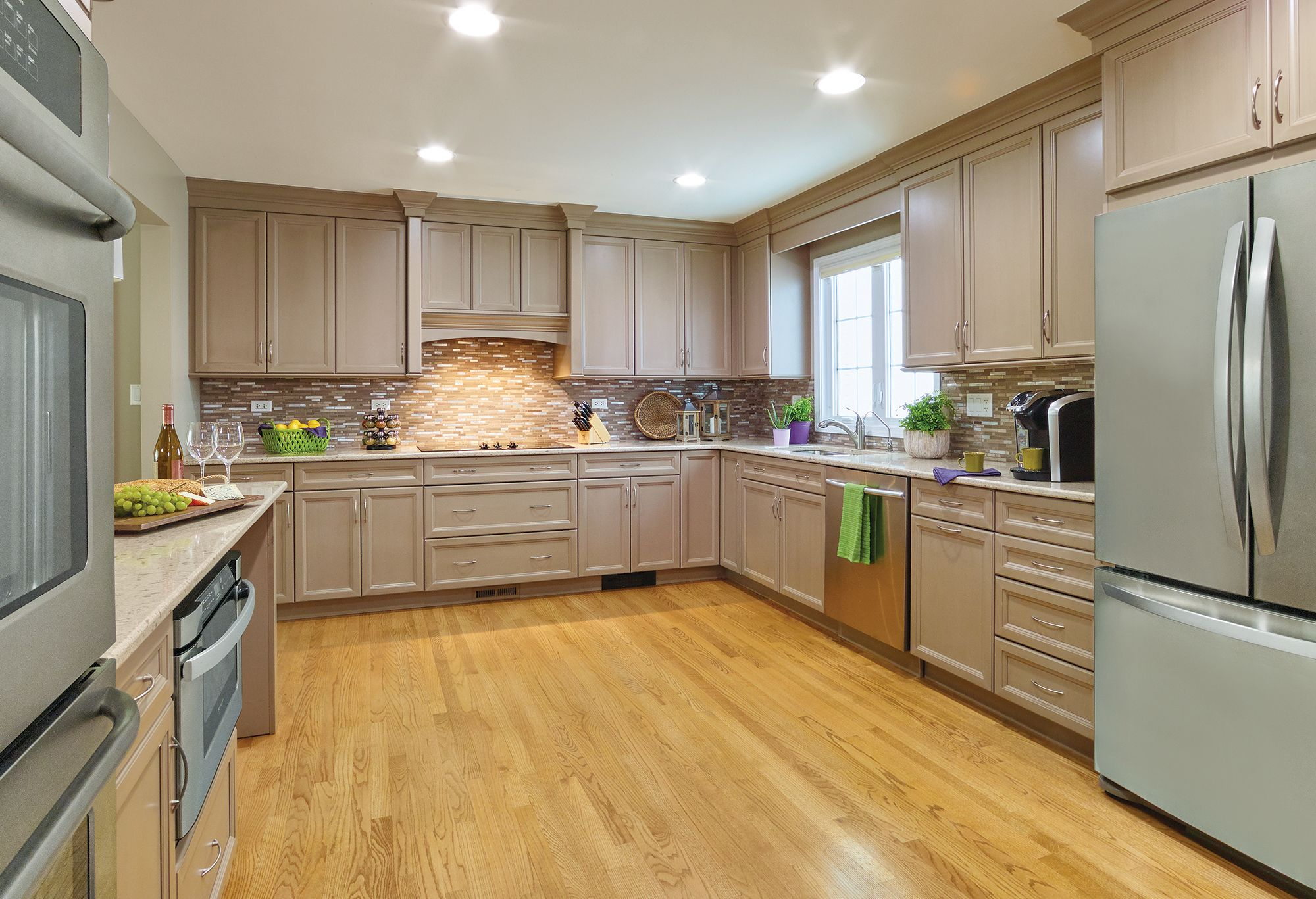 The Kitchen Features Ultracraft Cabinetry S Charlotte Door Style In Maple With Stone Paint And Brown Linen
