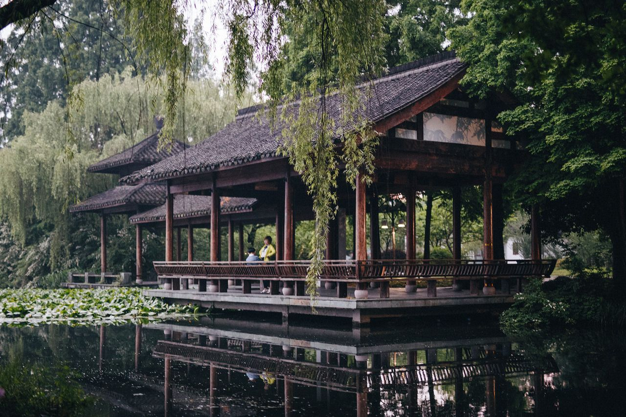 I could get lost in chinese landscape art and architecture - #china #expat #fotografie #hangzhou #kids #kind #landscape #mit #on #photographers #schanghai #shanghai #tumblr #westlake #with