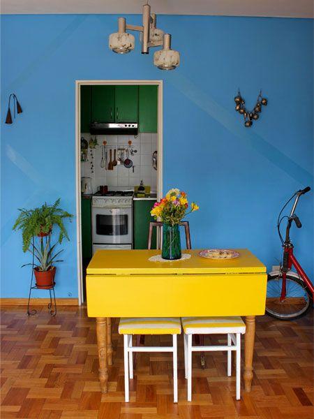 Interiores 98 tropical sima dining casa chaucha for Muebles de cocina amarillos