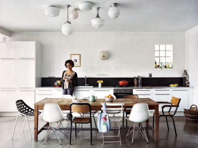 Table Et Chaises Depareillees Colores De Interiores Decoracion