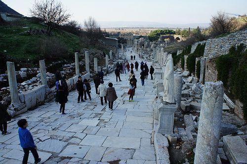 터키에 남아 있는 고대 그리스 유적지. 주작대로라고 해야 하나?
