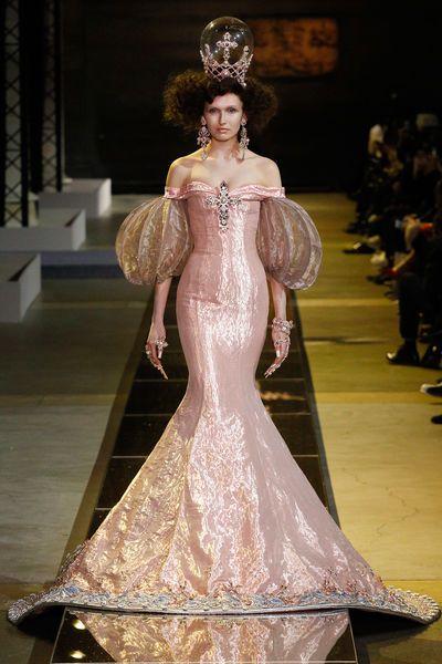 Disney-Prinzessinnen in Haute-Couture-Kleider | Prom ideas, Ball ...