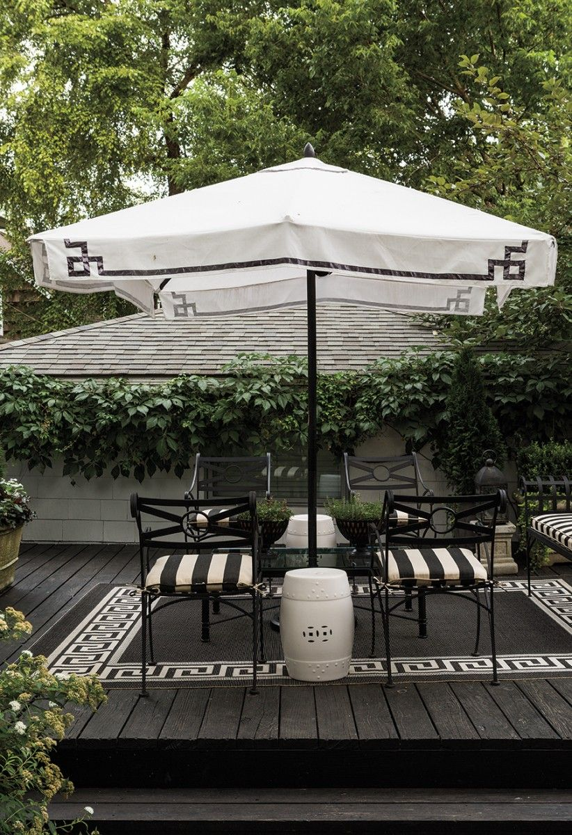 A Garden Retreat That S Black And White And Green All Over