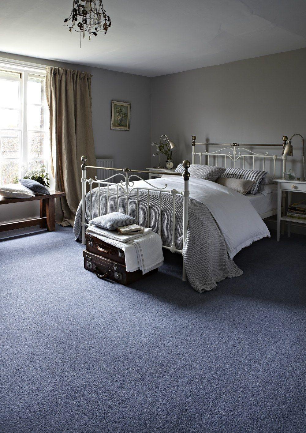 A Stylish Metal Bed Frame For Your Vintage Bedroom Needs Bedroom Interior Design Style Vintage Blue Blue Carpet Bedroom Bedroom Vintage Metal Bed Frame