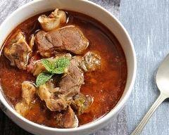 Bonava ou ragoût d'agneau mauritanien : http://www.cuisineaz.com/recettes/bonava-ou-ragout-d-agneau-mauritanien-10646.aspx