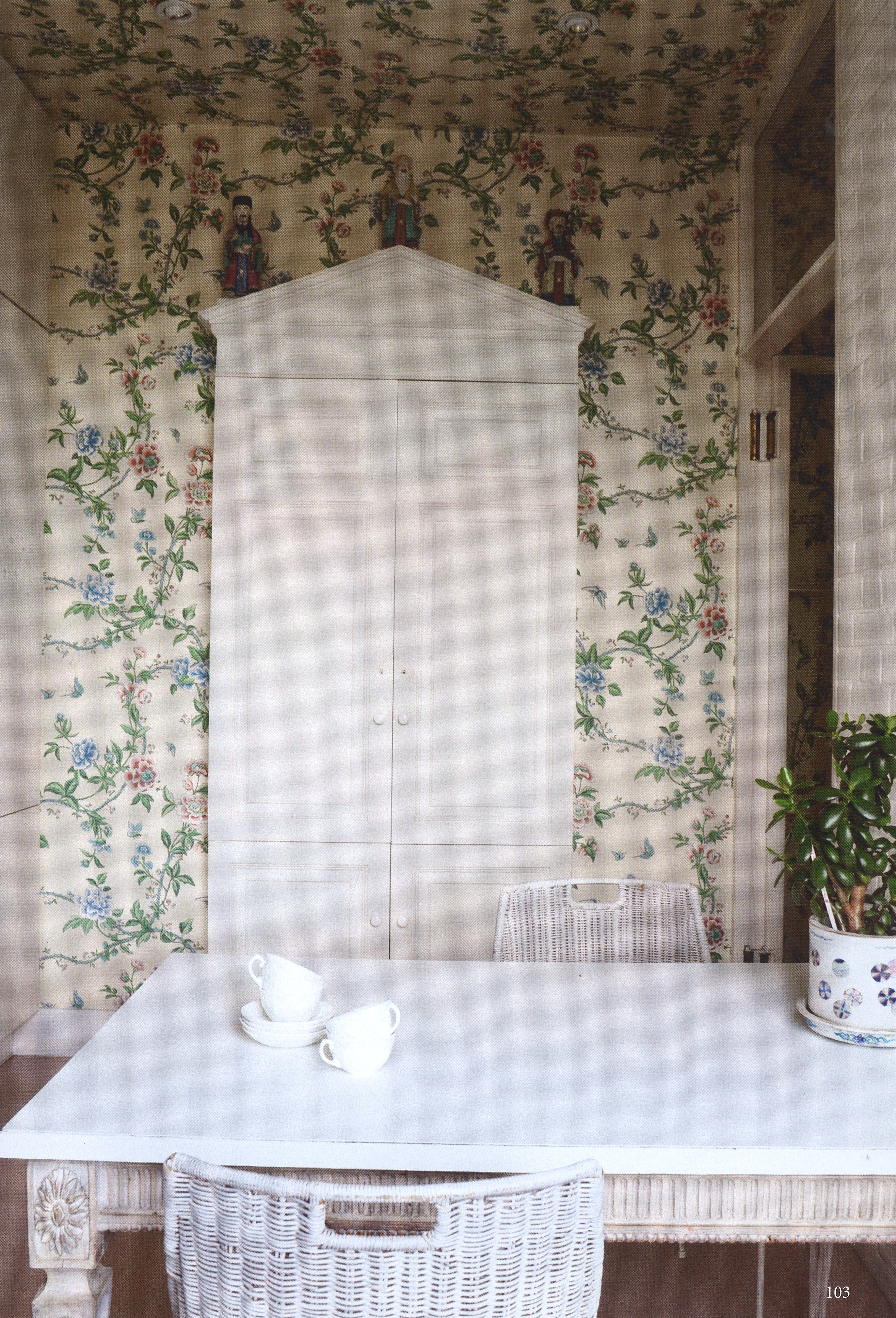 Floral chinoiserie wallpaper with cork floor and white painted floral chinoiserie wallpaper with cork floor and white painted furnitureg dailygadgetfo Images