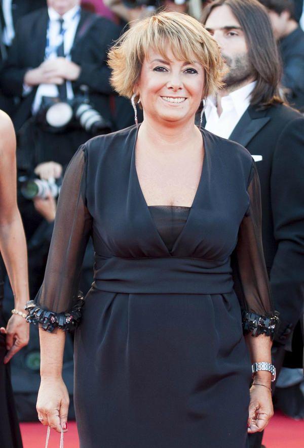 La Dott.ssa Marina Sanna indossa un abito della collezione Luxuryouself al Red Carpet della Cerimonia di Chiusura della 69 Mostra del Cinema di Venezia.