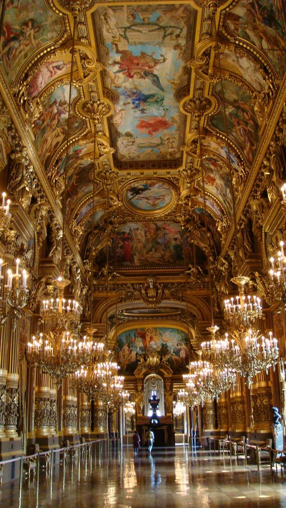 Grand Foyer Del Palacio : The grand foyer in palais garnier was intended to