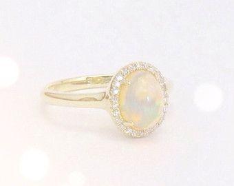 Opal Engagement Ring Diamond Halo Engagement Ring por ArahJames