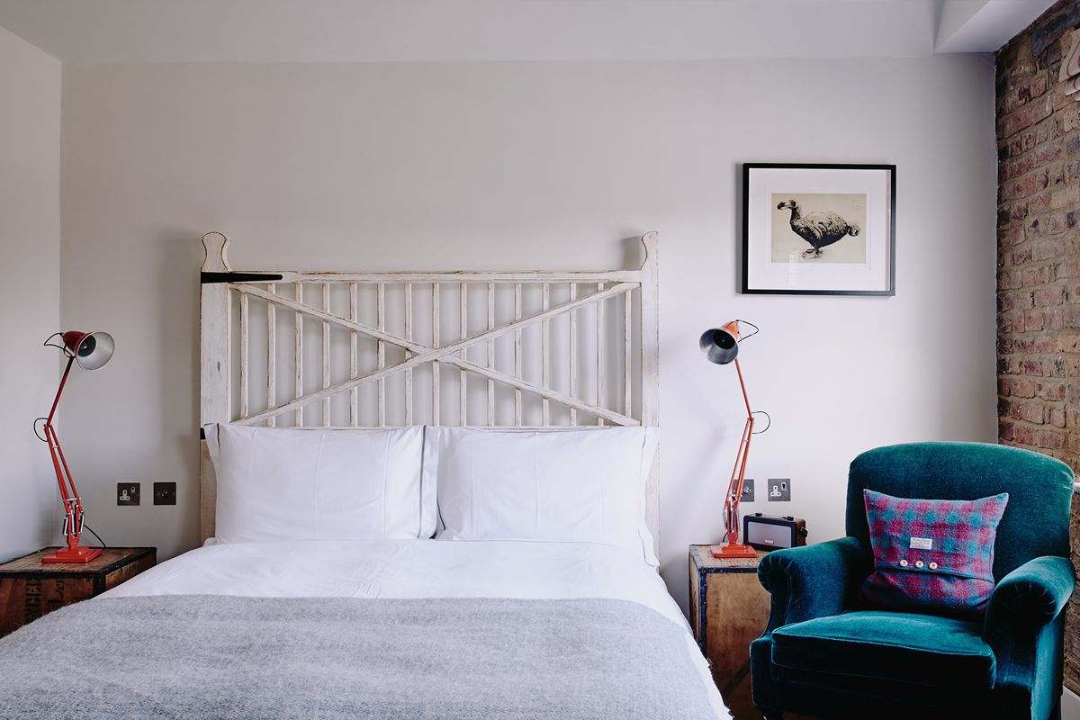 Stay at Artist Residence in London, an eclectic boutique hotel with a restaurant and cocktail bar in Pimlico, just a 5-minute walk from Victoria Station.#bedroom