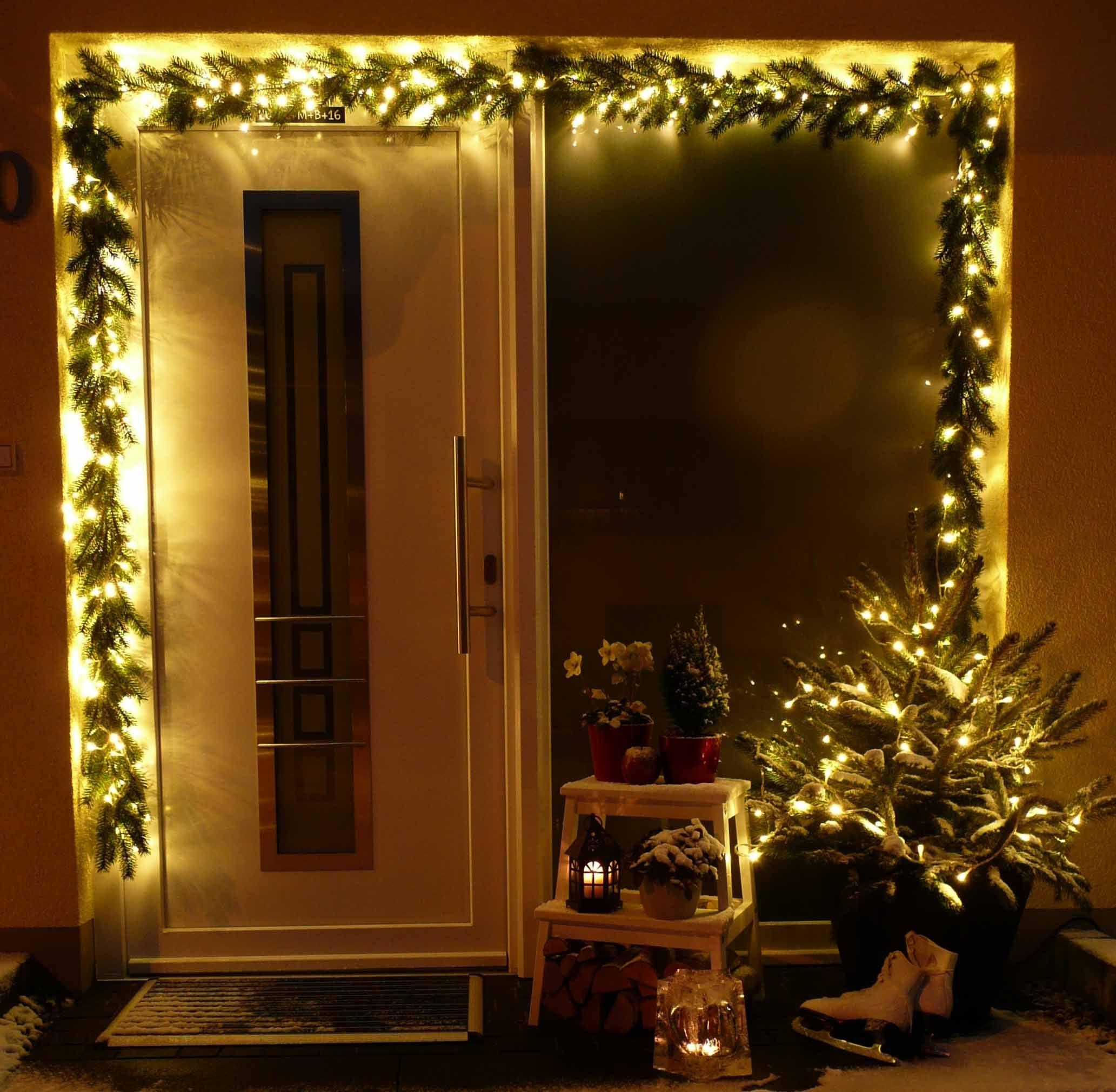 Beleuchteter Schlitten Weihnachtsdeko.Gemütliche Weihnachtsdekoration Winterdeko Für Den Hauseingang Mit